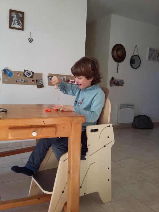 Fauteuil-pour-tous-Siège-d'activités-et-de-repas-pour-l'installation-à-la-table-de-lenfant-handicapé-11-1