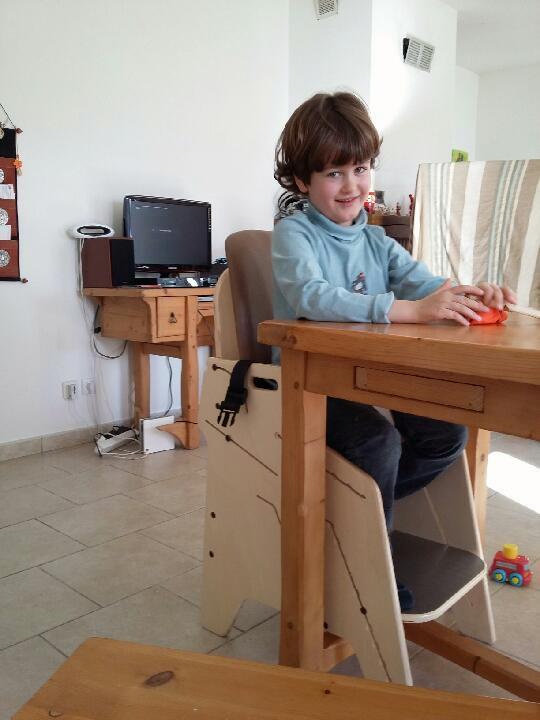 Fauteuil-pour-tous-Siège-d'activités-et-de-repas-pour-l'installation-à-la-table-de-lenfant-handicapé-12-1