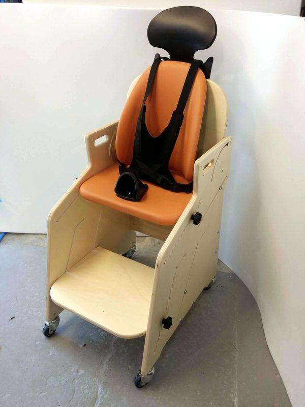 Fauteuil-pour-tous-Siège-d'activités-et-de-repas-pour-l'installation-à-la-table-de-lenfant-handicapé-9-1