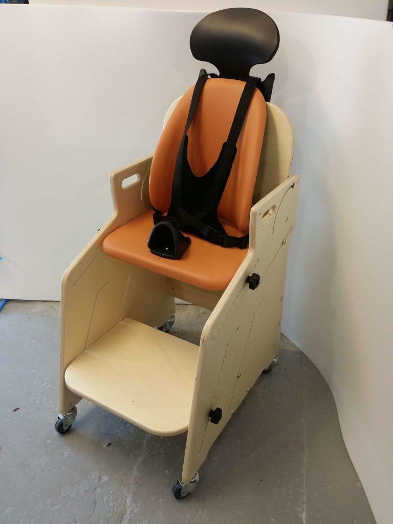 le fauteuil pour tous de sinan 7 ans gabamousse mobilier adapt pour enfants handicap s. Black Bedroom Furniture Sets. Home Design Ideas