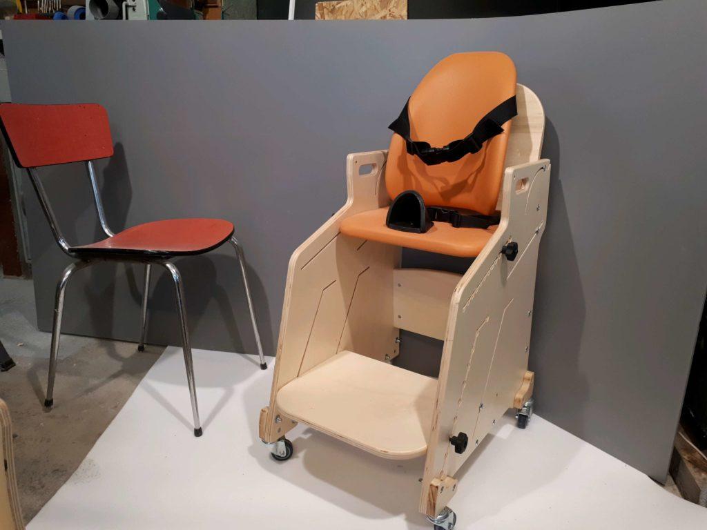 Sièges fauteuils et tables pour l enfant handicapé depuis
